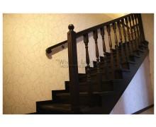Лестница на косоурах из ясеня,  поселок «Красные горки»