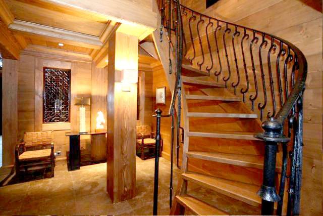 Лестница в тиле Шале